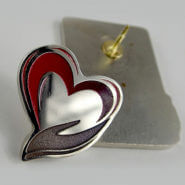 Металлический значок Сердце. Полноцветная покраска (градиентная заливка). Глянцевый/матовый лак. Полированный нейзильбер.