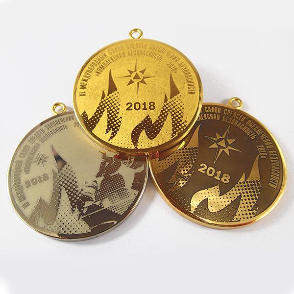 Комплект медалей металлических с врезным ушком химическое травление 1 место - латунь, 2 - нейзильбер 3 - латунь с патиной