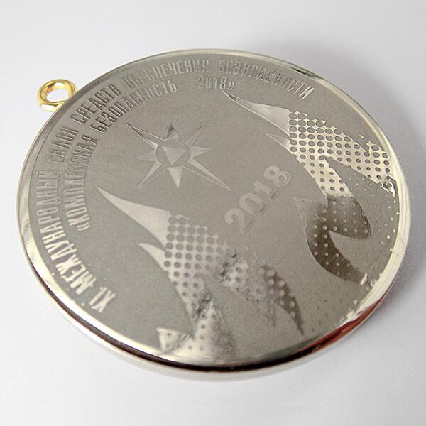 Медаль металлическая с врезным ушком   химическое травление нейзильбер