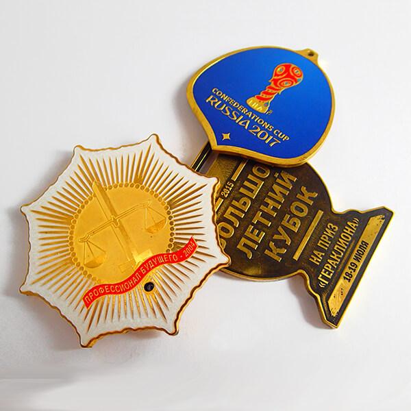 Медали металлические индивидуальной формы   химическое травление латунь с полноцветной покраской и патиной