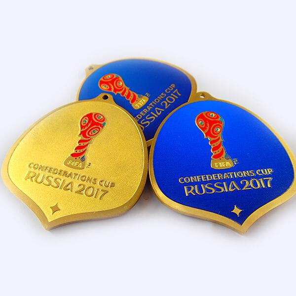 Медали металлические индивидуальной формы   химическое травление латунь с полноцветной покраской