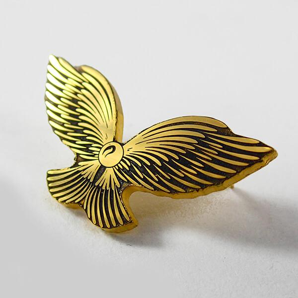 Значек: Крылья. Патинирование. Полированная латунь.